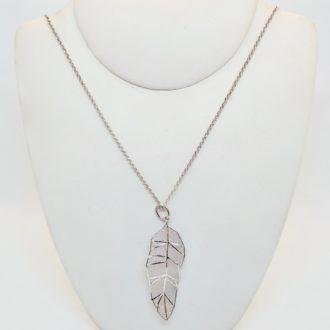 colgante de plata pluma
